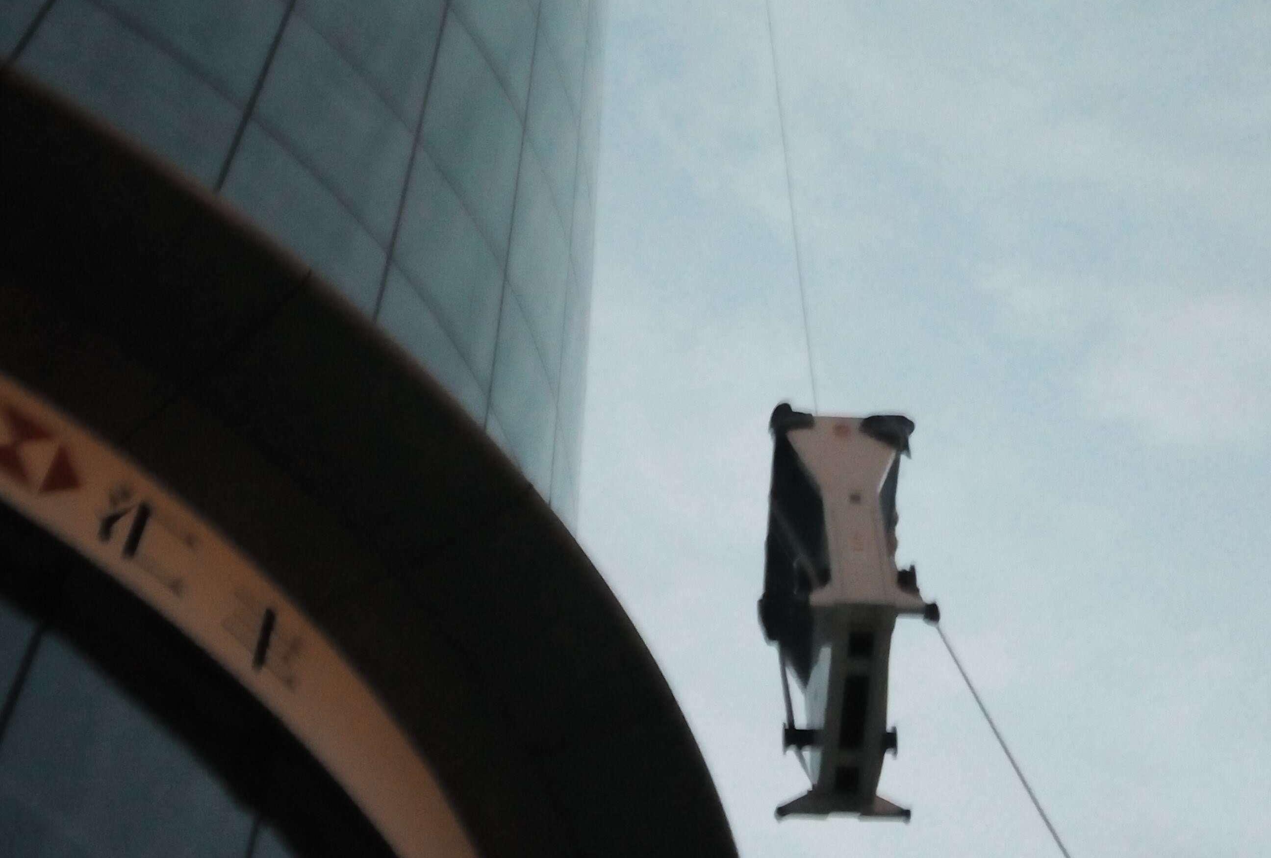 人工吊装上楼